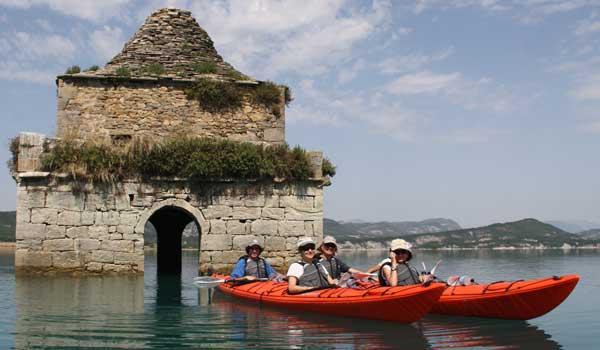 Kayak de travesia en pirineos y ainsa
