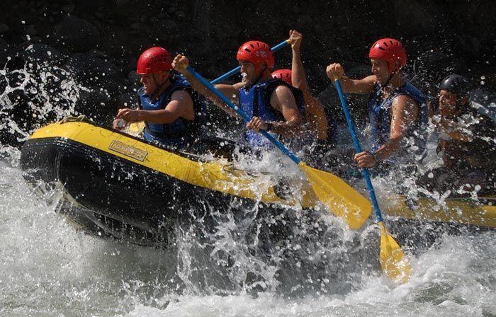 Rafting rio esera en Pirineos