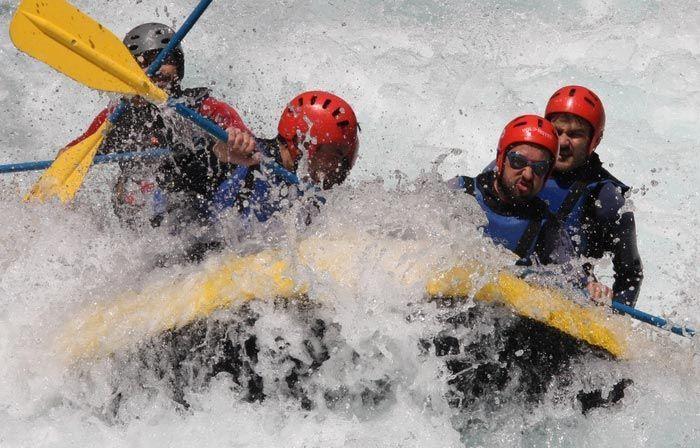 Rafting rio ara en Pirineos